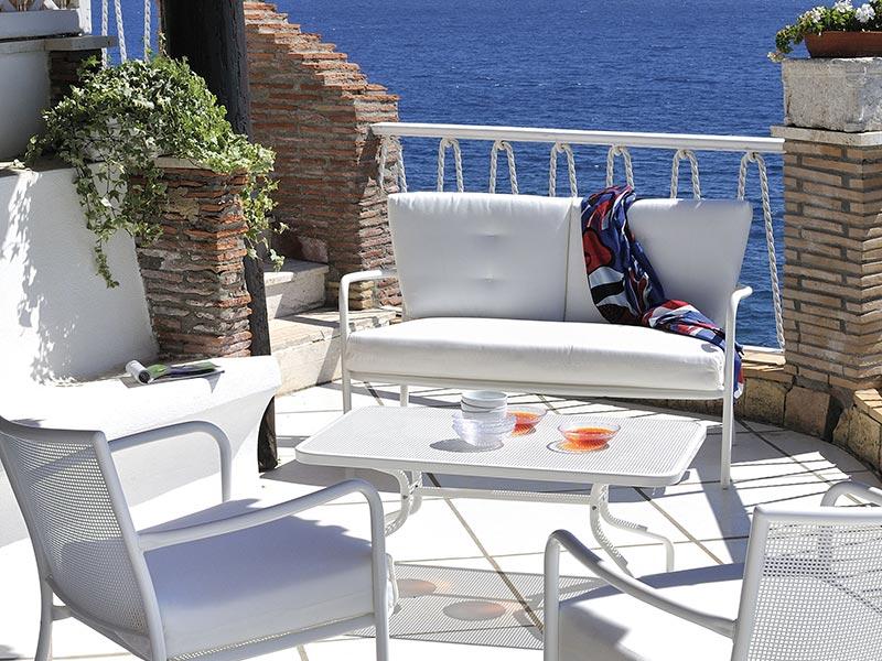 Arredo giardino bianco tavolo tavoli in resina bianco l for Arredo giardino bianco