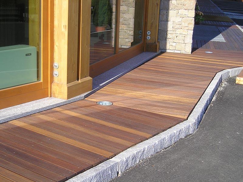 Listoni per esterno losa legnami for Pavimenti per esterni in legno