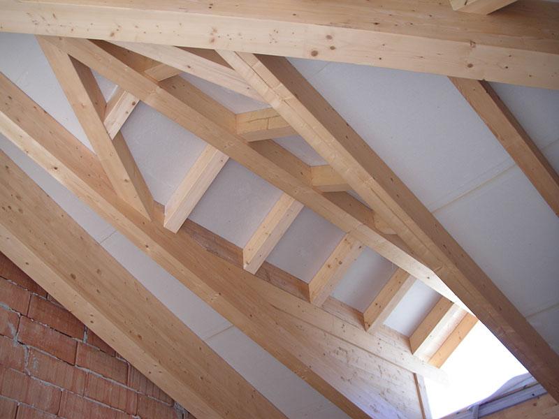Tetti in legno lamellare losa legnami for Abbaino tetto prezzi